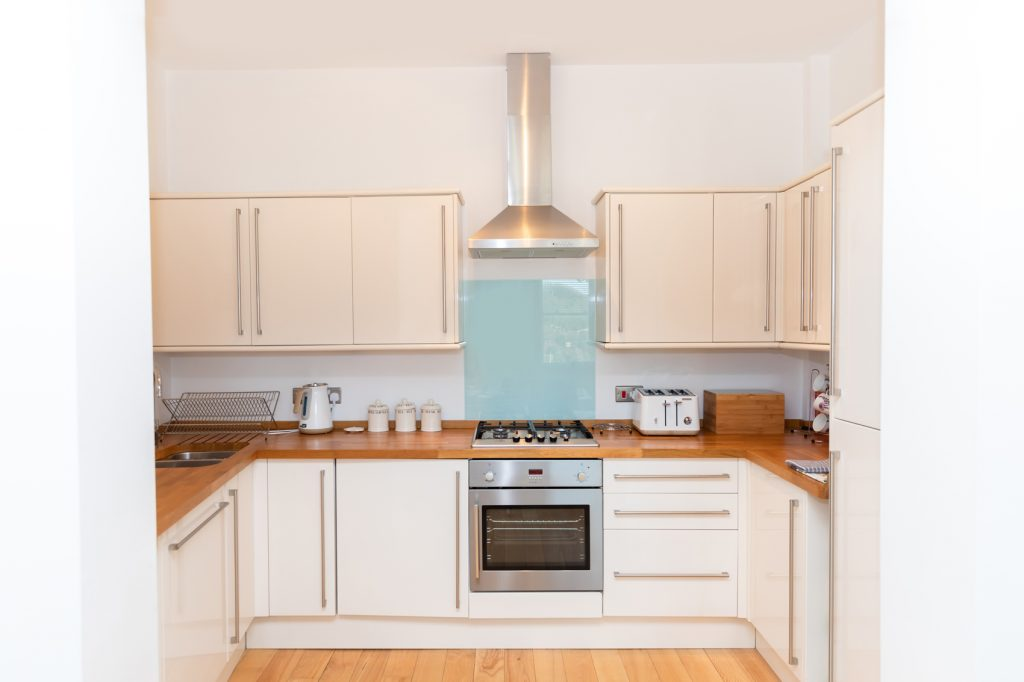Beach View oven and hob and overhead extractor, flanked by cupboards for storage space