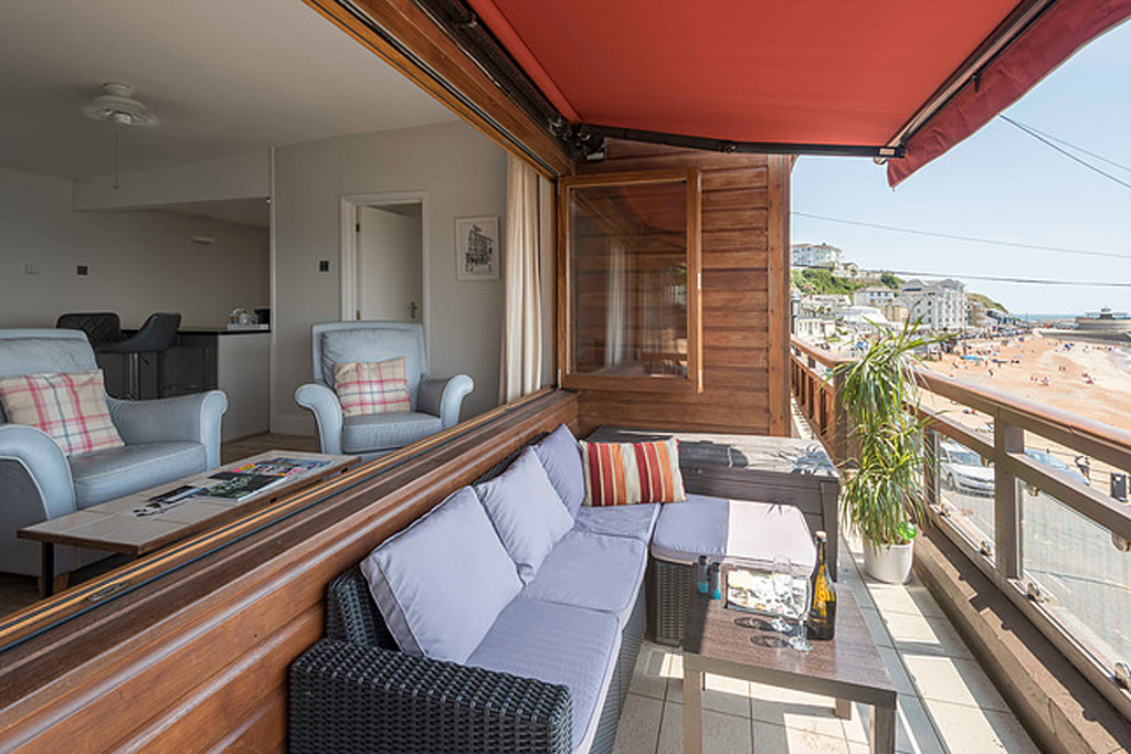 Sitting area on Britannias Balcony overlooking Ventnor Esplanade